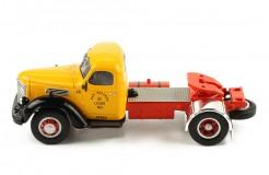 International Harvester KB 7 1948 - Orange and Black